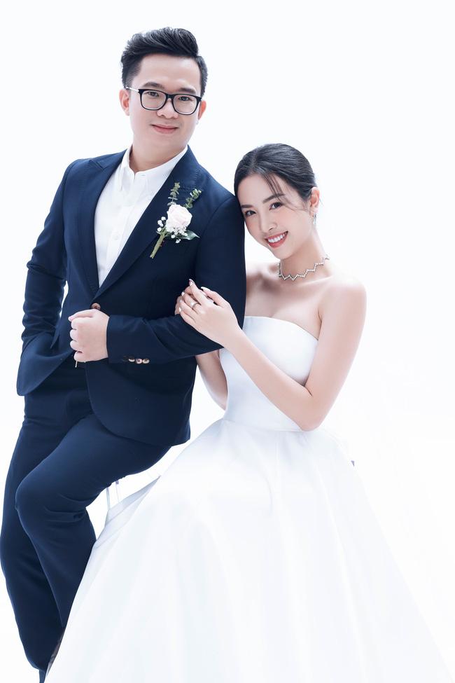 Á hậu Thúy An chính thức tung ảnh cưới đẹp như mơ cùng chồng tiến sĩ, công bố ngày lên xe hoa-2
