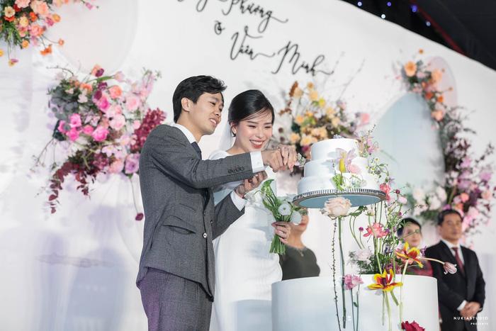 Chọn đúng khoảnh khắc đón năm mới 2021, Công Phượng đăng loạt ảnh cưới đẹp lung linh-9