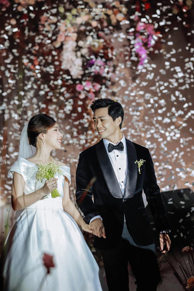 Chọn đúng khoảnh khắc đón năm mới 2021, Công Phượng đăng loạt ảnh cưới đẹp lung linh-10
