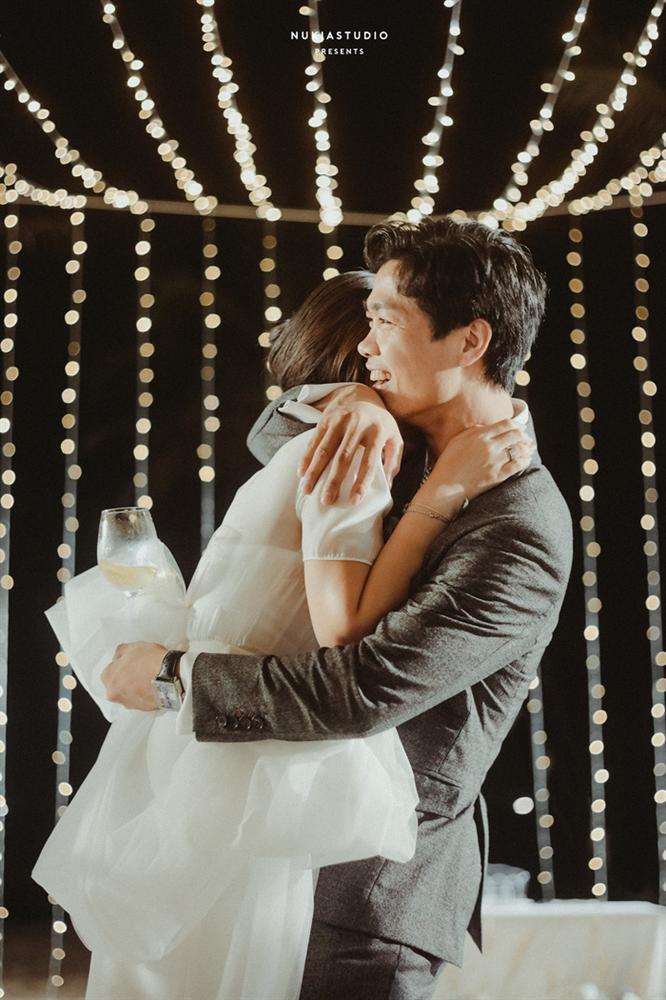 Chọn đúng khoảnh khắc đón năm mới 2021, Công Phượng đăng loạt ảnh cưới đẹp lung linh-11