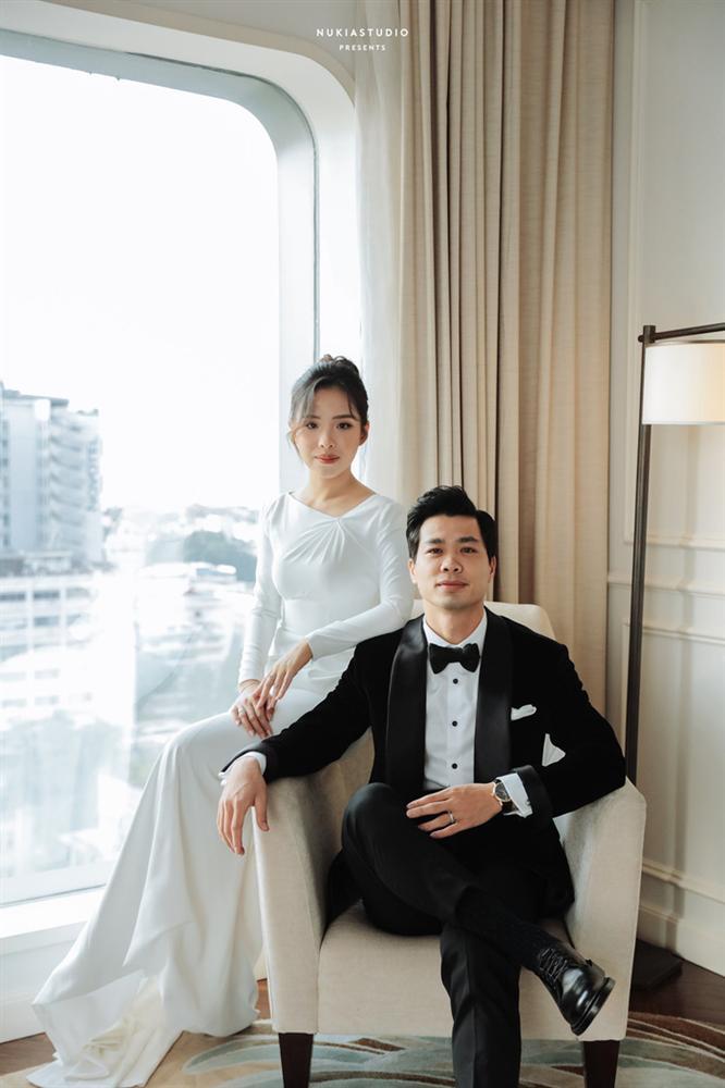 Chọn đúng khoảnh khắc đón năm mới 2021, Công Phượng đăng loạt ảnh cưới đẹp lung linh-3