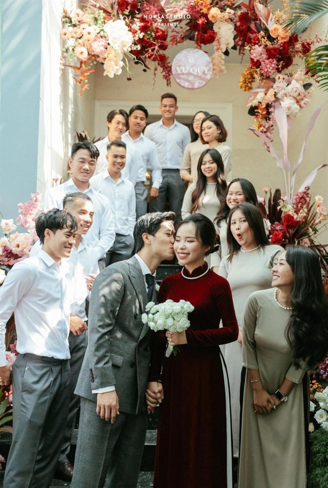 Chọn đúng khoảnh khắc đón năm mới 2021, Công Phượng đăng loạt ảnh cưới đẹp lung linh-4