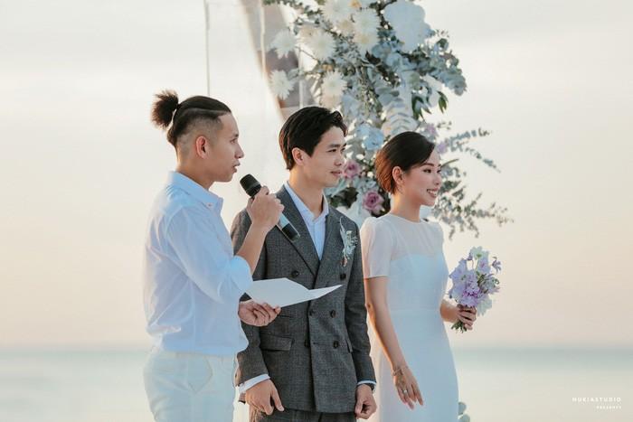Chọn đúng khoảnh khắc đón năm mới 2021, Công Phượng đăng loạt ảnh cưới đẹp lung linh-5
