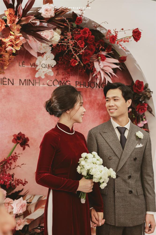 Chọn đúng khoảnh khắc đón năm mới 2021, Công Phượng đăng loạt ảnh cưới đẹp lung linh-6