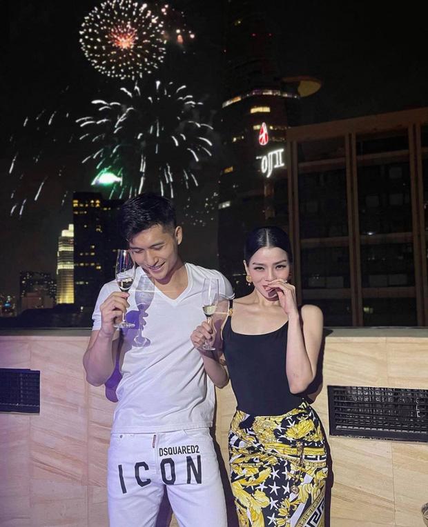 Kbiz có Hyun Bin, Vbiz có cặp Lệ Quyên - Lâm Bảo Châu công khai ảnh thân mật để mở bát năm mới 2021-1