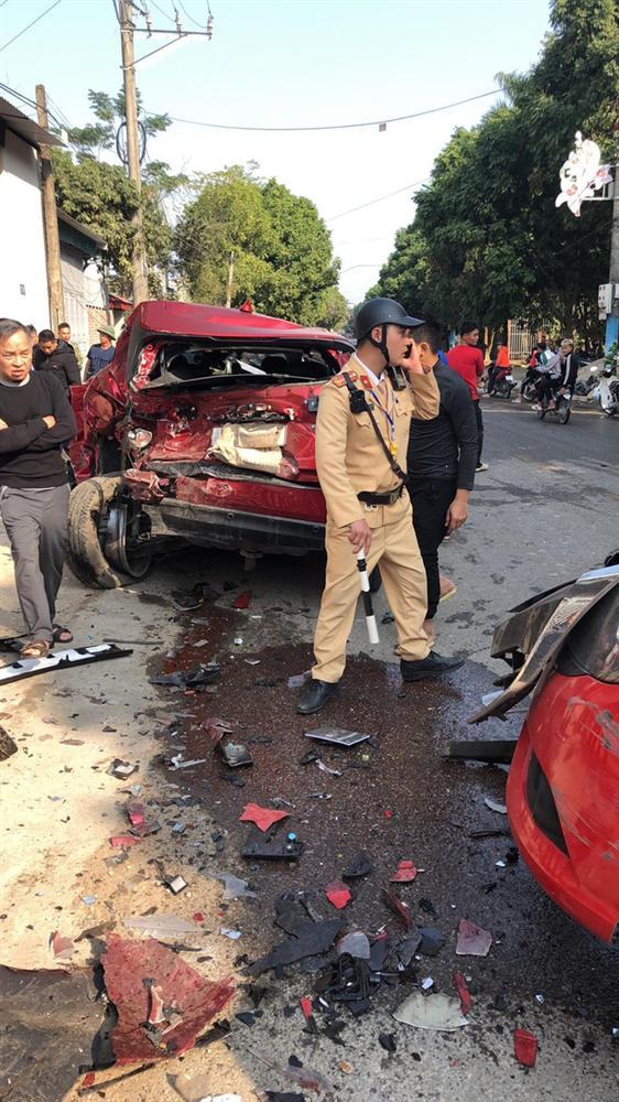 Khoảnh khắc xe bán tải gây tai nạn liên hoàn, người đi đường bịt tai vì âm thanh quá khủng khiếp-3