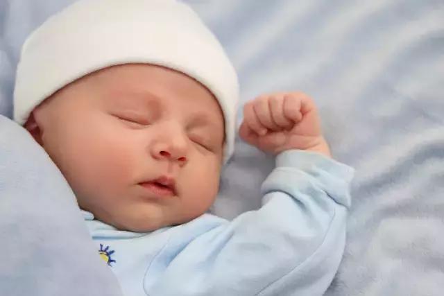 Em bé có thông minh hay không bạn có thể nhận biết từ bàn tay, nếu có 4 đặc điểm này thì chắc chắn bố mẹ nên vui mừng-1