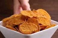 Hóa ra bí kíp làm snack khoai tây chiên phô mai giòn rụm ngon khó cưỡng lại là thứ nguyên liệu mà nhà ai cũng có