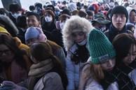 Du khách đổ về Sa Pa, đỉnh Fansipan chật cứng ngày đầu năm mới