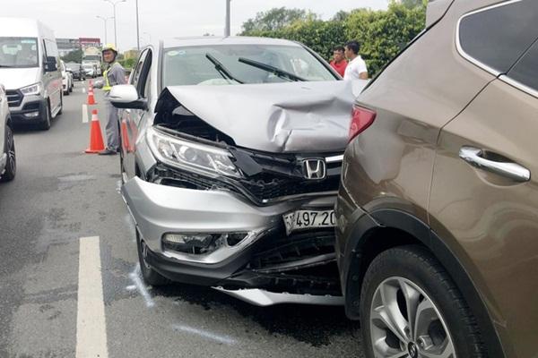 Tai nạn liên hoàn trên cao tốc TP.HCM - Dầu Giây-1