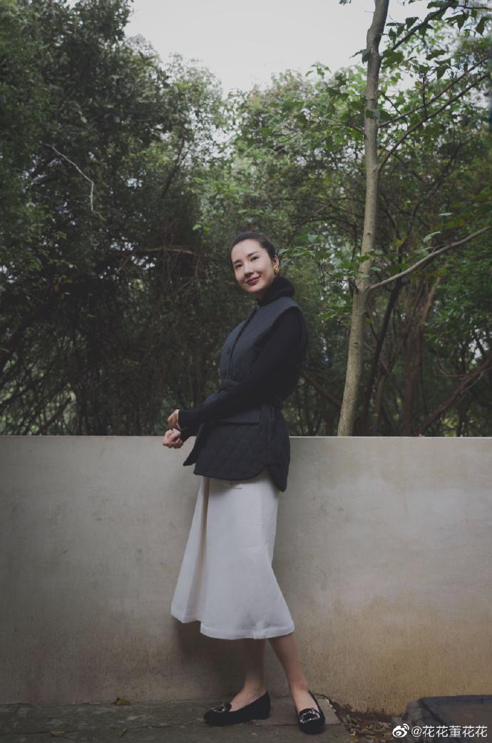 Sau 8 tháng đăng đàn bóc phốt chồng ngoại tình, vợ chủ tịch Taobao thăng hạng nhan sắc, vứt bỏ hình tượng bà nội trợ để làm doanh nhân-2
