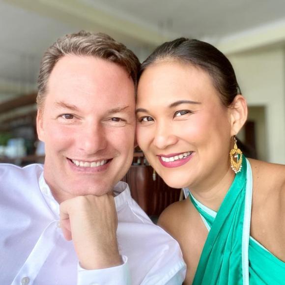 Vợ mới của chồng cũ Hồng Nhung nói lời yêu thương gửi đến hai con của nữ Diva vào dịp năm mới-1