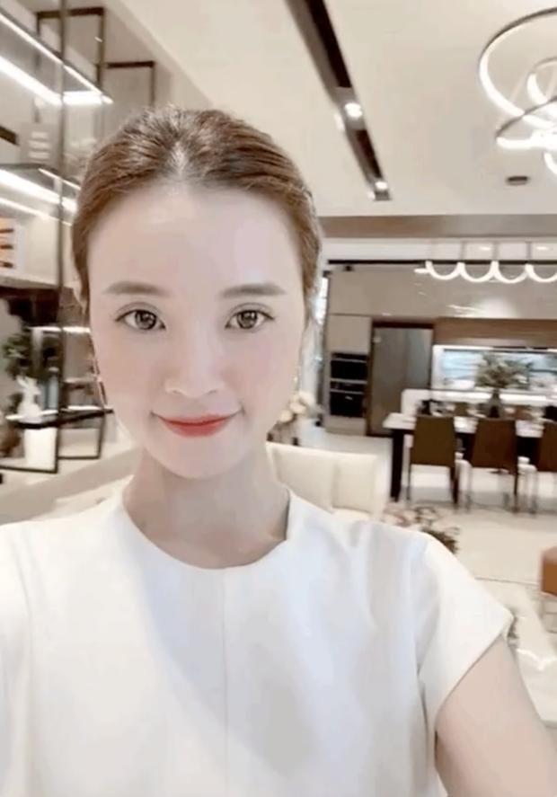 Những người đẹp Việt tậu biệt thự tiền tỷ trước tuổi 30: Hương Giang, Midu, Hương Tràm... ai giàu hơn ai?-9