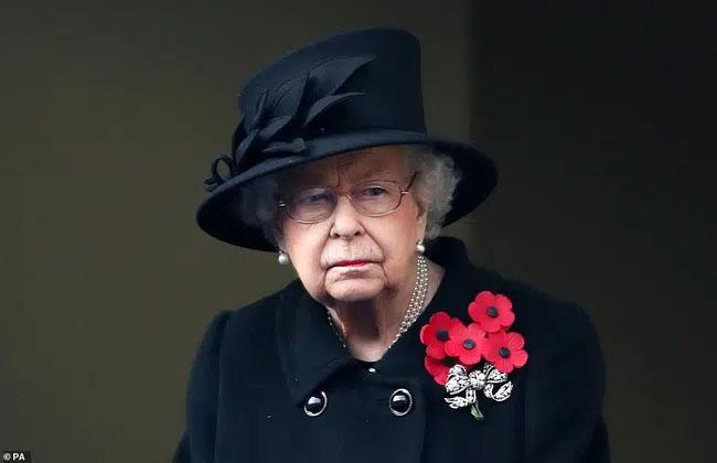 Thông tin làm rung chuyển nhà Meghan đầu năm mới: Nữ hoàng Anh chỉ mất 2 giây để từ chối vợ chồng cháu trai, William thất vọng với em ruột-1