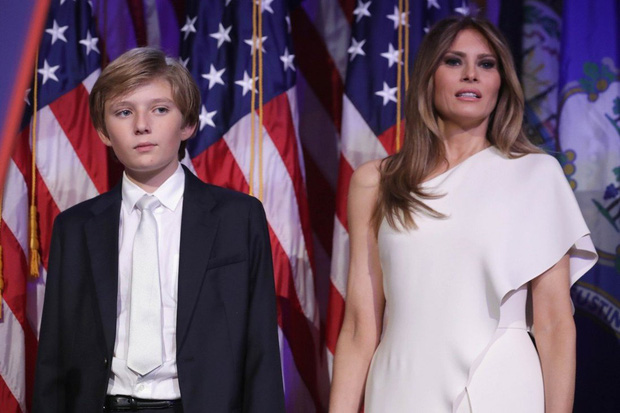 Nhìn lại 4 năm ở Nhà Trắng của cậu ấm Barron Trump: Dậy thì thành công hết nấc nhưng ngày càng làm fan chạnh lòng vì một chi tiết-1