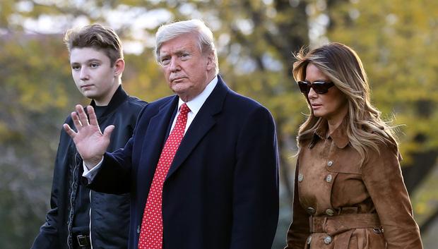 Nhìn lại 4 năm ở Nhà Trắng của cậu ấm Barron Trump: Dậy thì thành công hết nấc nhưng ngày càng làm fan chạnh lòng vì một chi tiết-10