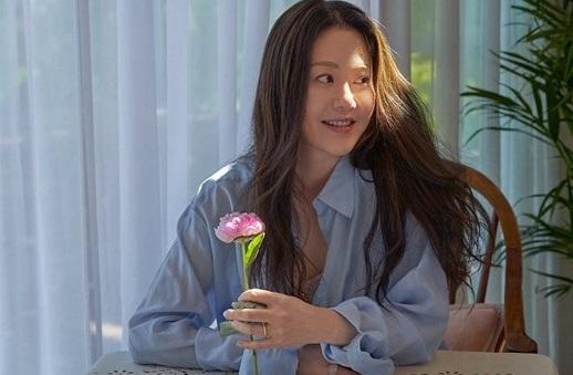 Nhan sắc ở tuổi 50 của cô dâu bị đế chế Samsung ruồng bỏ Go Hyun Jung ra sao mà bất ngờ lên Top hot search?-4