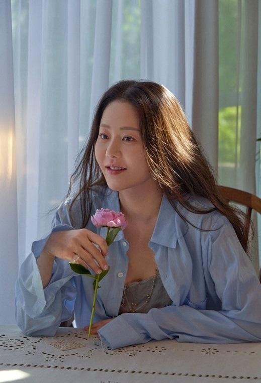Nhan sắc ở tuổi 50 của cô dâu bị đế chế Samsung ruồng bỏ Go Hyun Jung ra sao mà bất ngờ lên Top hot search?-6