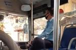 Bức xúc nhân viên xe buýt gắt gỏng, la hét xuống đi dù hành khách nhẹ nhàng, lịch sự-3