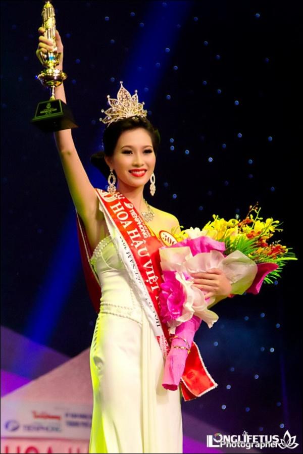 Nhìn lại thập kỷ nhan sắc Việt (2010 - 2020): Phạm Hương sang Mỹ làm vợ đại gia,Kỳ Duyên thôi nổi loạn, rũ bỏ mác hoa hậu thị phi-4