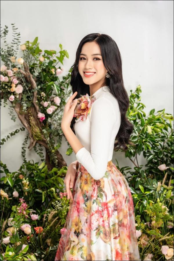 Nhìn lại thập kỷ nhan sắc Việt (2010 - 2020): Phạm Hương sang Mỹ làm vợ đại gia,Kỳ Duyên thôi nổi loạn, rũ bỏ mác hoa hậu thị phi-20