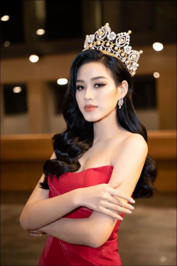 Nhìn lại thập kỷ nhan sắc Việt (2010 - 2020): Phạm Hương sang Mỹ làm vợ đại gia,Kỳ Duyên thôi nổi loạn, rũ bỏ mác hoa hậu thị phi-19