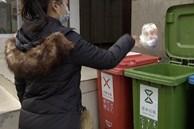 Người phụ nữ đột ngột đứt gân ngón tay khi đang đi vứt rác, nguyên nhân được tiết lộ khiến ai cũng phải tự ngẫm lại bản thân mình