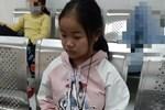 Xót cảnh bé gái 12 tuổi phải nghỉ học, cắt bỏ đôi chân sau trận sốt bại liệt: Tóc con dần rụng hết rồi-20