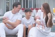 Hồ Ngọc Hà tung loạt ảnh gia đình 5 người nhưng ánh mắt của Subeo và Kim Lý lại được chú ý nhất