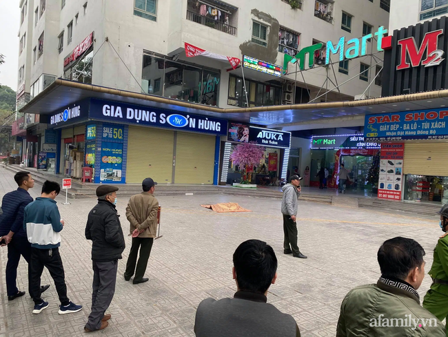 Hà Nội: Người đàn ông rơi từ tầng 15 chung cư HH Linh Đàm xuống đất tử vong, người thân khóc ngất bên thi thể-1
