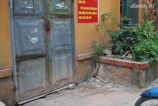 Mục sở thị khu chung cư biết tự đẻ thêm căn hộ ở Hà Nội: Nhếch nhác vì xuống cấp trầm trọng, 5 năm đi kiện chủ đầu tư vẫn phớt lờ-6