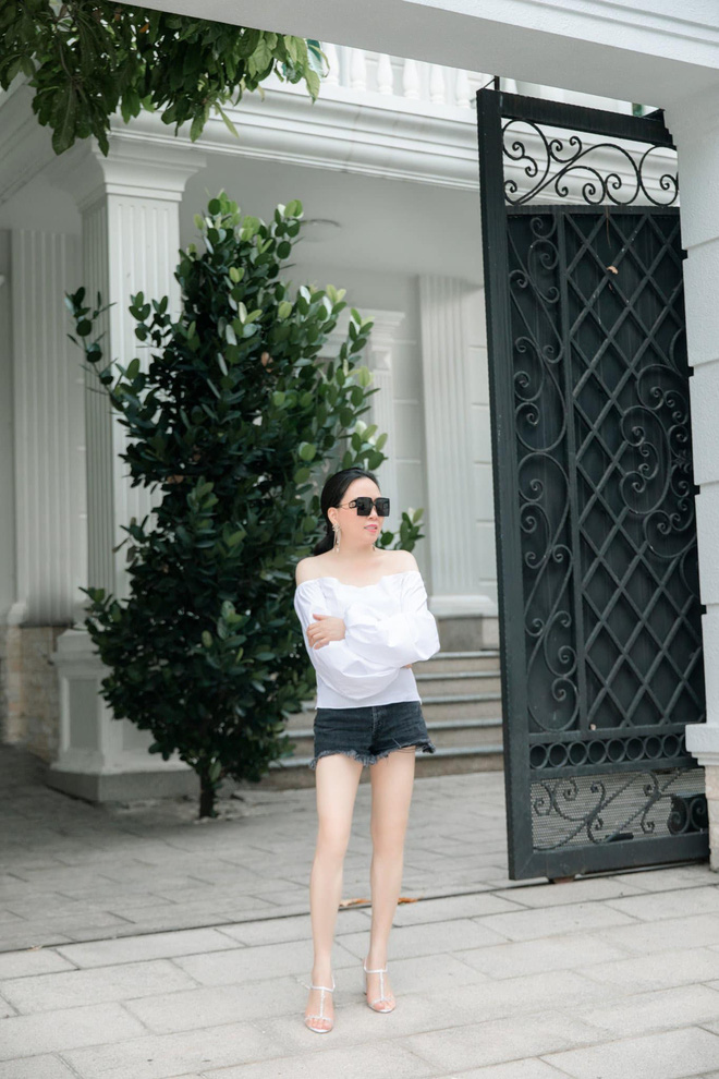 Biệt thự trắng của Phượng Chanel: Bên ngoài bề thế, bên trong tàm tạm, nhìn chênh lệch đôi chút-4