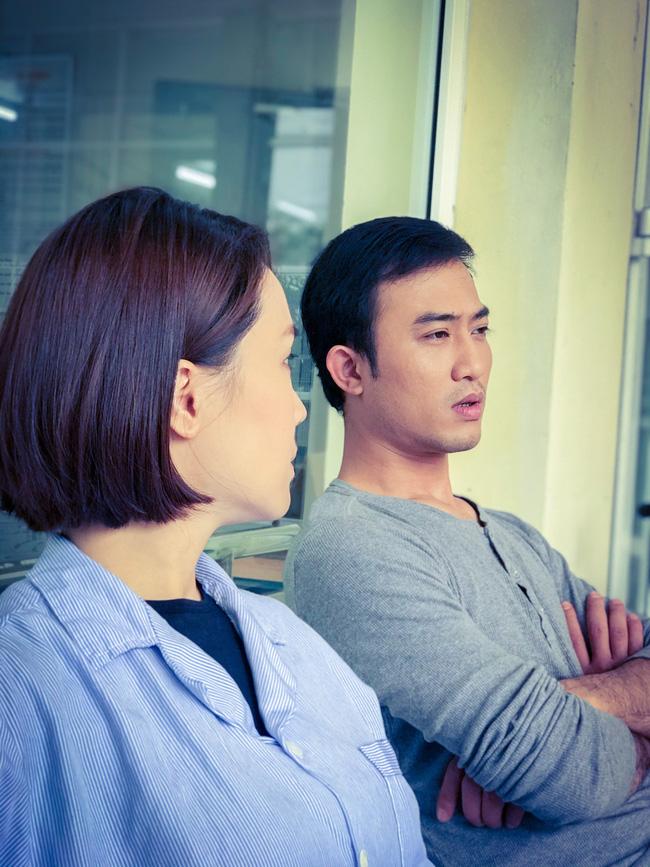 Hướng dương ngược nắng: Hồng Diễm nhập viện vì bị Hồng Đăng phản bội, tuy nhiên lại có trai đẹp ở bên chăm sóc?-2