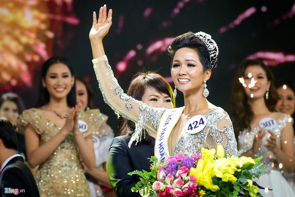 Nhìn lại thập kỷ nhan sắc Việt (2010 - 2020): Phạm Hương sang Mỹ làm vợ đại gia,Kỳ Duyên thôi nổi loạn, rũ bỏ mác hoa hậu thị phi-25
