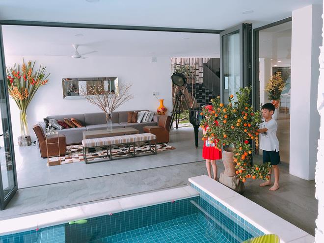 """Thăm nhà Hồ Ngọc Hà: Phòng khách rộng thênh có view bể bơi, phòng ngủ sang chảnh nhìn muốn xỉu ngang""""-2"""