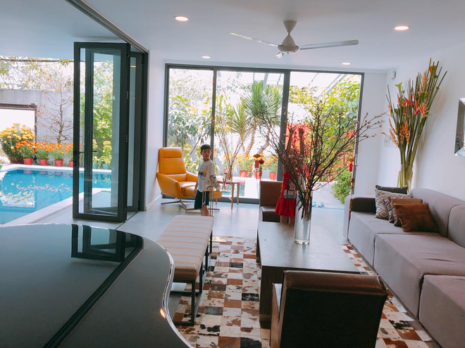 """Thăm nhà Hồ Ngọc Hà: Phòng khách rộng thênh có view bể bơi, phòng ngủ sang chảnh nhìn muốn xỉu ngang""""-3"""