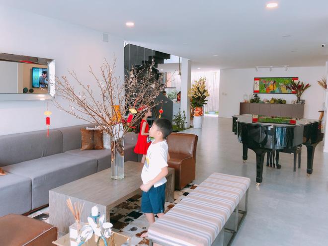 """Thăm nhà Hồ Ngọc Hà: Phòng khách rộng thênh có view bể bơi, phòng ngủ sang chảnh nhìn muốn xỉu ngang""""-4"""