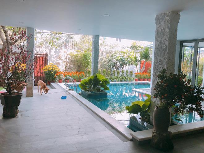 """Thăm nhà Hồ Ngọc Hà: Phòng khách rộng thênh có view bể bơi, phòng ngủ sang chảnh nhìn muốn xỉu ngang""""-5"""