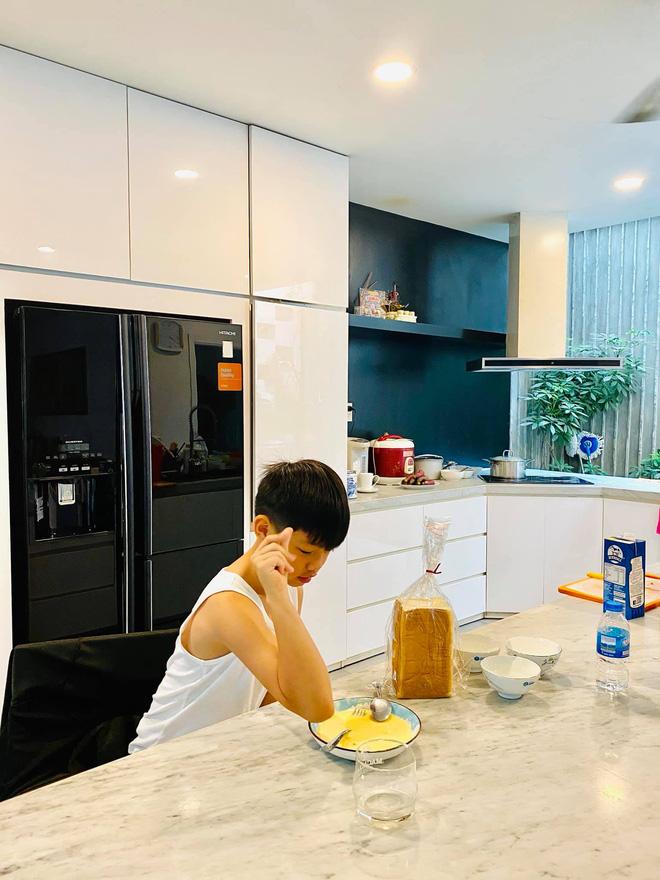 """Thăm nhà Hồ Ngọc Hà: Phòng khách rộng thênh có view bể bơi, phòng ngủ sang chảnh nhìn muốn xỉu ngang""""-9"""