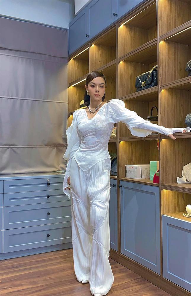 Căn hộ cao cấp màu trắng trang nhã của Phạm Quỳnh Anh: Nhiều đồ nội thất thông minh, phòng để đồ hiệu khiêm tốn-10