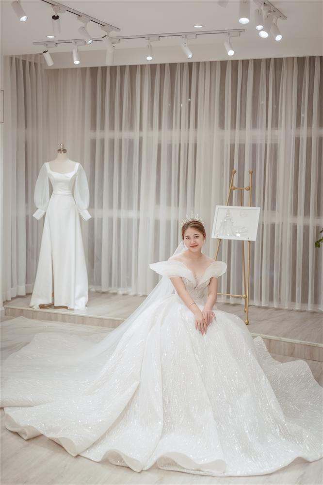 Mạo hiểm cưới anh người yêu cũ sau 1 năm chia tay, cô dâu nghẹn ngào khi được chú rể tặng váy cưới 500 triệu và câu chuyện đằng sau-2