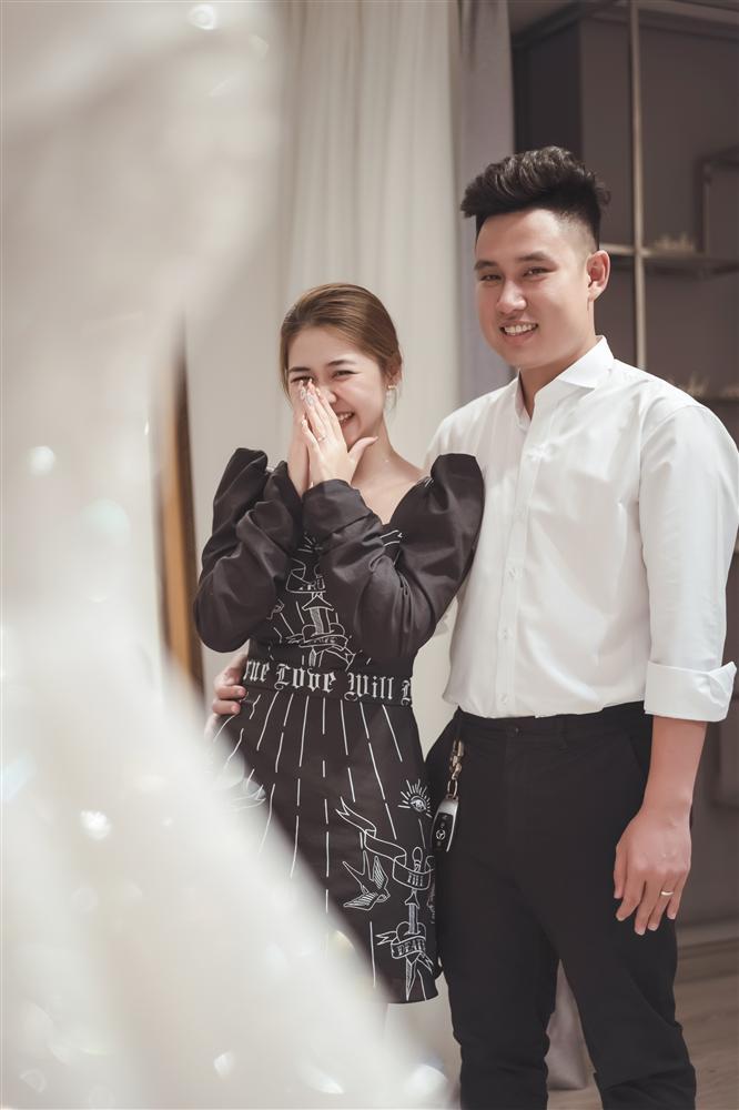 Mạo hiểm cưới anh người yêu cũ sau 1 năm chia tay, cô dâu nghẹn ngào khi được chú rể tặng váy cưới 500 triệu và câu chuyện đằng sau-3