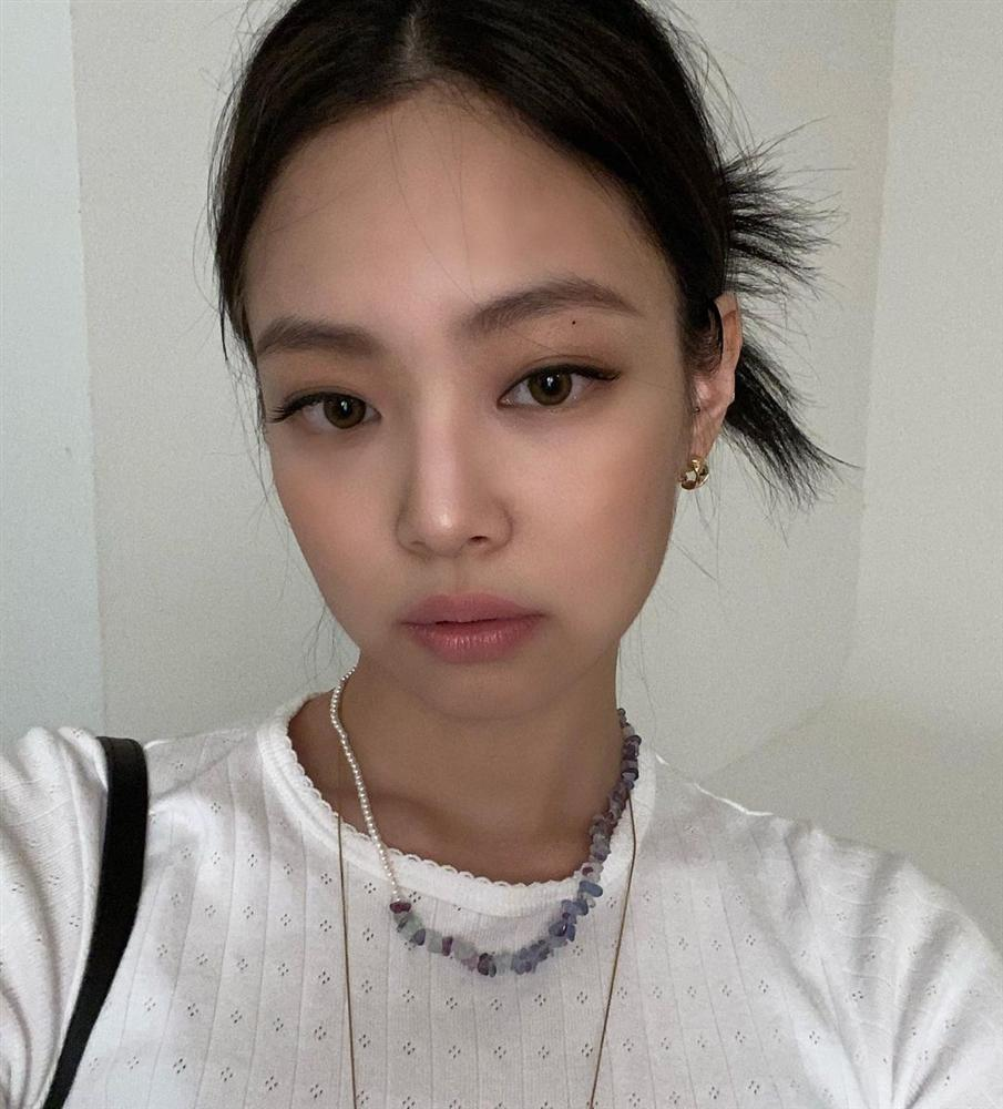 Jennie có 5 kiểu tóc buộc vội nhưng vẫn xinh và sang ngây ngất, hay nhất là chị em nào áp dụng cũng đẹp-1