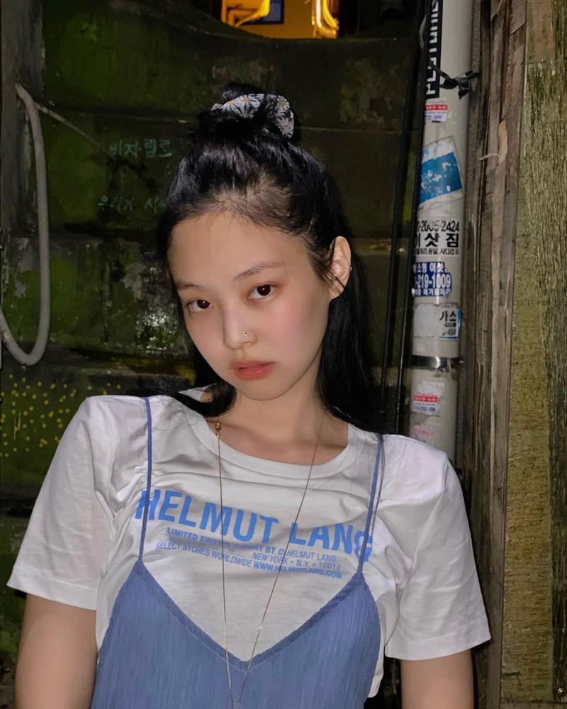Jennie có 5 kiểu tóc buộc vội nhưng vẫn xinh và sang ngây ngất, hay nhất là chị em nào áp dụng cũng đẹp-9
