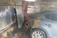 Hà Nội: Cháy lớn lán gửi xe cạnh chung cư, người dân hoảng loạn