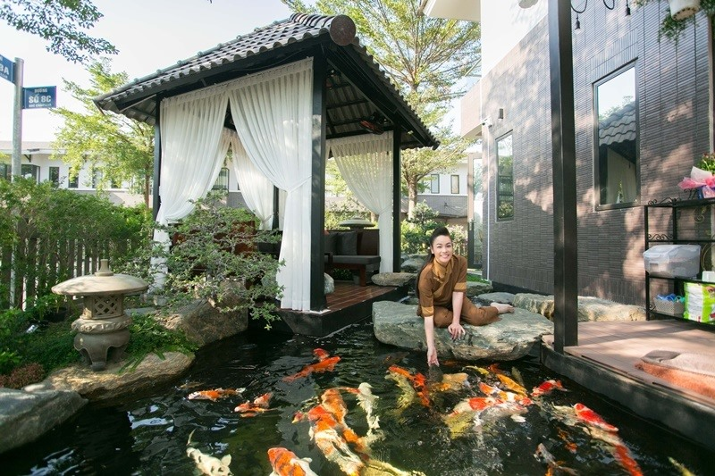 Bên trong biệt thự 20 tỉ có vườn, hồ cá của ca sĩ Nhật Kim Anh-2