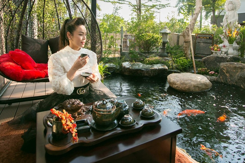 Bên trong biệt thự 20 tỉ có vườn, hồ cá của ca sĩ Nhật Kim Anh-4