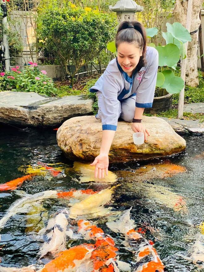 Bên trong biệt thự 20 tỉ có vườn, hồ cá của ca sĩ Nhật Kim Anh-5