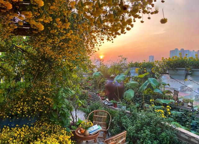 Vườn hoa 200m2 trên sân thượng, đẹp như tiên cảnh của mẹ đảm Hà thành-2