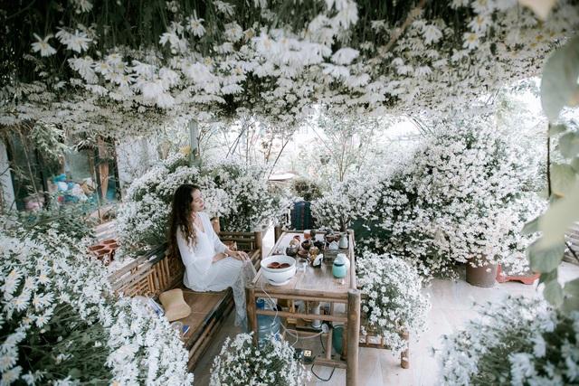 Vườn hoa 200m2 trên sân thượng, đẹp như tiên cảnh của mẹ đảm Hà thành-9